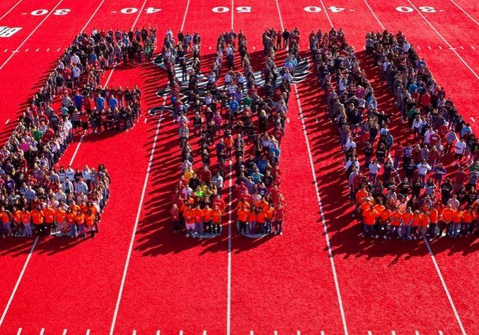 students forming the letters EWU